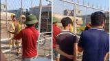 """Sự thật clip CSGT Nam Định bị người dân """"nhốt"""" trong xưởng gỗ"""