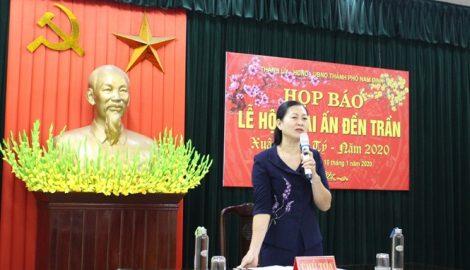 Phát ấn Đền Trần Nam Định vào 5h sáng