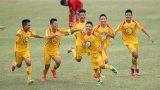 Chỉ với 1 câu nói này thôi, cậu bé cầu thủ Trần Anh Tú đã làm tan chảy trái tim bao người dân Nam Định