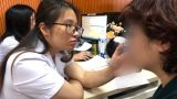 Thiếu nữ 15 tuổi dày đặc mụn trứng cá sau khi tự ý bôi thuốc