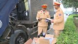 Bắt giữ xe tải vận chuyển 16.000 bao thuốc lá lậu