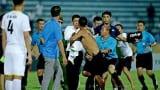 Nam Định chờ án phạt do CĐV tràn xuống sân gây rối