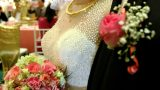 Cô gái trẻ thuê chồng làm đám cưới giả