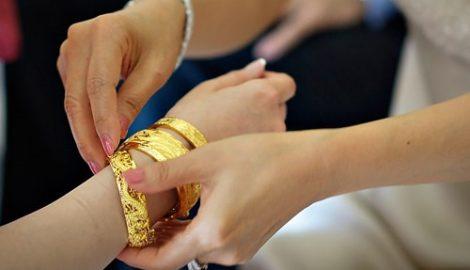 Mẹ chồng giữ vàng cưới không trả, đòi lại thế nào?