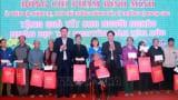 Phó Thủ tướng Phạm Bình Minh tặng quà cho người nghèo, công nhân lao động tỉnh Nam Định