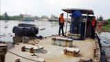 Bắt quả tang 2 tàu bơm dầu trái phép cho tàu cá trên biển