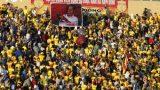 CLB Nam Định bị phạt vì CĐV treo 'ảnh chế' Trưởng Ban trọng tài Dương Văn Hiền