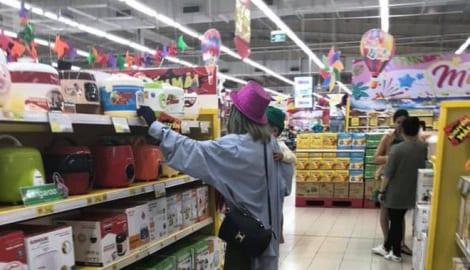 """""""Hot girl"""" Bella bị bắt gặp tha lôi con đến Nam Định, nhưng phản ứng của dân mạng với người quay clip hết sức bất ngờ"""