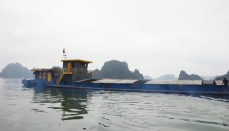 Bắt tàu chở 1.700 tấn than bùn xít