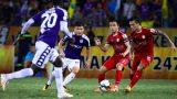CLB Hà Nội vs Nam Định: Cầu thủ 2 đội đo thân nhiệt khi vào sân