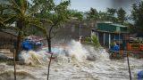 Tin bão khẩn cấp: Bão số 1 cách Nam Định 150km