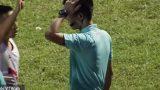 Clip: CĐV Nam Định tấn công trọng tài vì bị từ chối bàn thắng
