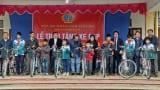 Báo Công lý trao tặng xe đạp cho học sinh nghèo hiếu học tại Nam Định