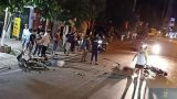 Clip: Kinh hoàng khoảnh khắc hai xe máy tông nhau trực diện ở Nam Định