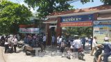 Chảo lửa thi lớp 10 Nam Định quá nóng, phụ huynh rồng rắn đội nắng ngóng con