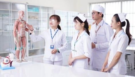 Thêm 2 trường đại học tuyển bổ sung chỉ tiêu điều dưỡng, y tế