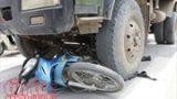Xe tải va chạm với xe mô tô, hai người thương vong