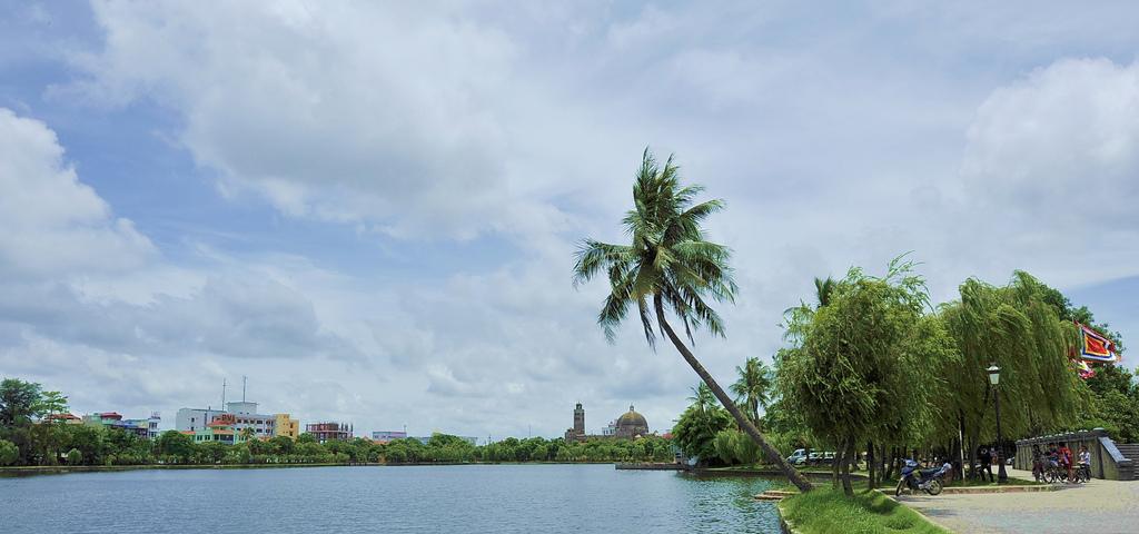 Nhà thờ Khoái Đồng nhìn từ Bờ Hồ