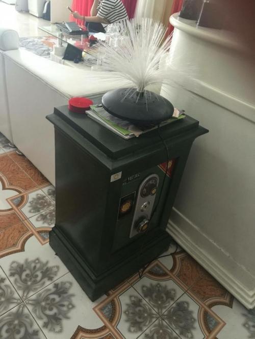 Chiếc két sắt có tổng 105 triệu, nhưng mở ra kiểm tra chỉ còn 9,2 triệu đồng.
