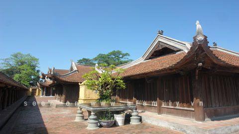 Sân chùa rộng mênh mông và hàng trăm năm nay chùa keo Hành Thiện không có sư ở.