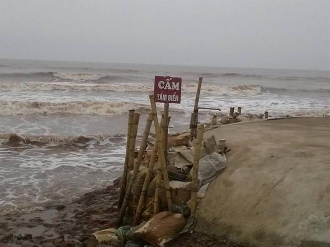 Biến cấm tắm tại khu vực bãi biển Hải Lý