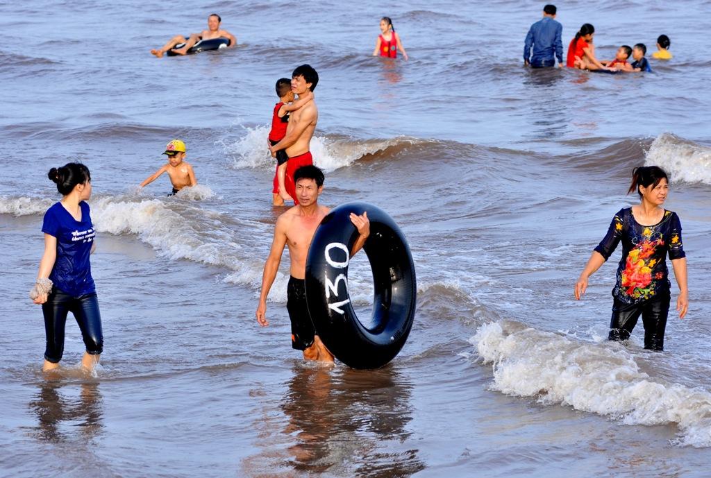 """Đêm nhạc hội """"Quất Lâm biển gọi 2016"""" tối 29/4 đã thành công rực rỡ, đây là bước đệm cho mùa du lịch biển của Quất Lâm năm nay."""