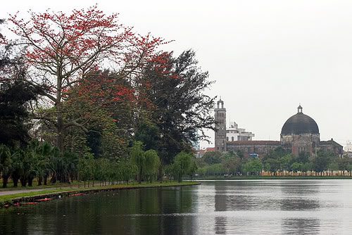 Một góc hồ Vị Xuyên và nhà thờ Khoái Đồng