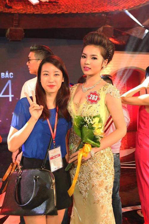 Tân Hoa hậu Đỗ Mỹ Linh từng chụp chung ảnh với Kỳ Duyên tại chung khảo phía Bắc Hoa hậu Việt Nam 2014.