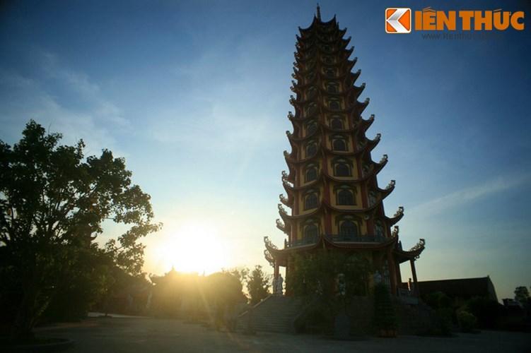 Với chiều cao như vậy, đây là tòa tháp Phật giáo cao nhất nhì Việt Nam thời điểm hiện tại.