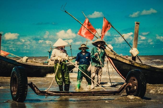 Niềm vui khi mỗi lần trở về bờ sẽ có thật nhiều tôm, cá.