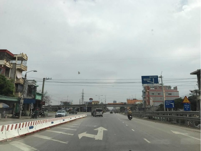 Tại điểm giao cắt đường 10, 21, 55, chọn đường đi thẳng vào thành phố Nam Định. FBNV
