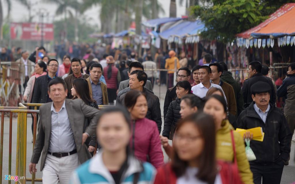 Lối vào Đền Trần (Nam Định) chiều 10/2, 8 tiếng trước lễ khai ấn.