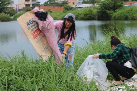 Thủy lạc quan cho rằng, sẽ có ngày ý thức người dân được nâng lên, không ai xả rác ra môi trường nữa
