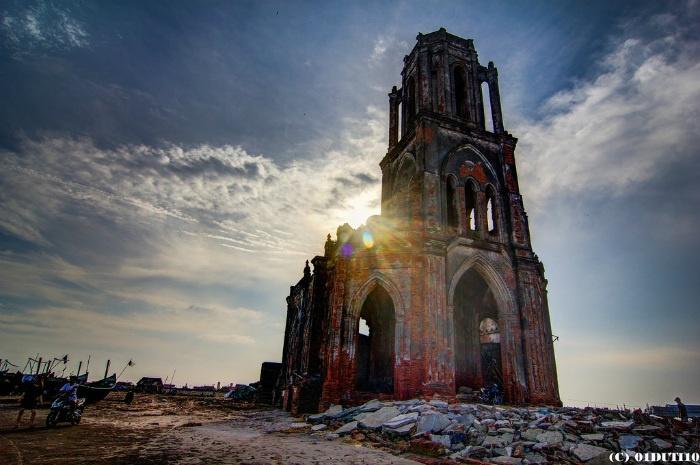 Nhà thờ đổ - công trình kiến trúc công phu, đẹp mắt đã bị mai một theo thời gian - Ảnh: Vũ Thịnh