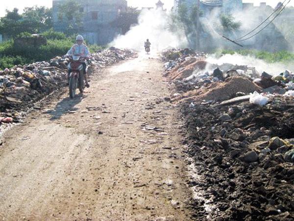 Hình ảnh đối lập tại một làng nghề ở Bắc Ninh (Ảnh: FB Nguyễn Đ.M)