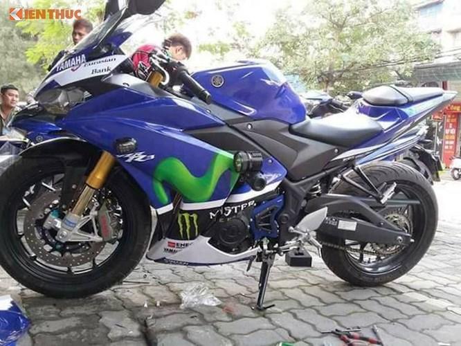 """Do Honda CBR250RR hiện chưa có phiên bản tầm 300 cc, chính vì vậy phiên bản xe môtô Yamaha R3 tạm thời vẫn là mẫu sportbike 2 xi-lanh mạnh mẽ nhất đang được bán tại Việt Nam. Tuy nhiên do nằm ở phân khúc xe cho người mới chơi nên mẫu xe này cũng đã bị cắt giảm khá nhiều """"đồ chơi"""" xịn, khiến các biker đam mê dòng xe này luôn tìm cách để nâng cấp, làm nó trở nên hoàn hảo hơn."""