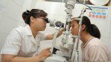 Hàng nghìn học sinh Nam Định được khám và mổ mắt miễn phí