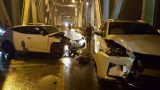 Xe máy 'kẹp 3' đi sai làn 'đấu đầu' ô tô, cả 3 chết trên cầu Chương Dương