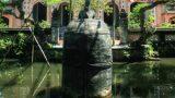 Kỳ lạ chuông cổ 9 tấn nằm giữa hồ nước ở Nam Định