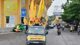 Ảnh: CĐV Nam Định xuống đường diễu hành trước trận Nam Định – HAGL