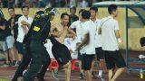 """CLB Nam Định bị phạt vì để CĐV """"làm loạn"""""""