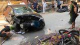Tai nạn liên hoàn giữa ô tô và nhiều xe máy, 3 người nhập viện