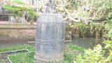 """Trụ trì chùa kể về """"báu vật"""" nặng 9 tấn nằm giữa hồ nước ở Nam Định"""