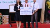 Tập đoàn FLC trao tặng 1.000 mũ bảo hiểm cho học sinh Nam Định