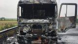 Tài xế xe tải thoát chết nhờ người dân thông báo đầu xe bốc cháy