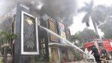 Cháy lớn tại quán karaoke, cột khói bốc cao hàng chục mét