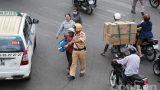 Nam Định: Anh CSGT tử tế và 'miếng ngọt lọt tận xương'