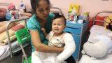 Rớt nước mắt bé 2 tuổi phải cắt bỏ một chân vì tai nạn giao thông
