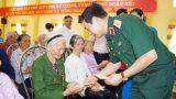 Thượng tướng Phan Văn Giang thăm, tặng quà gia đình chính sách tỉnh Nam Định