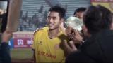 CĐV Nam Định vung tiền thưởng nóng, gây sốt mạng xã hội